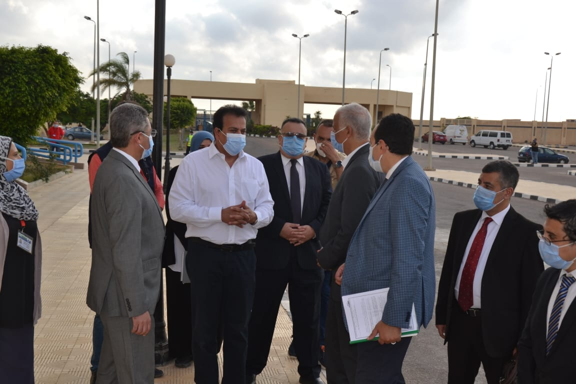 وزير التعليم العالى ورئيس جامعة الاسكندرية يتفقدان مركز علاج الاورام للاطفال ببرج العرب