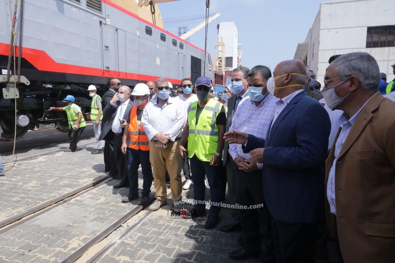 بحضوروزير النقل  وصول الدفعة الخامسة من جرارات السكة الجديدة لميناء الاسكندرية