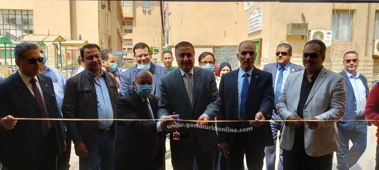 رئيس الجامعة خلال افتتاح وحدة الخريجين وحدة الشهادات الموحدة