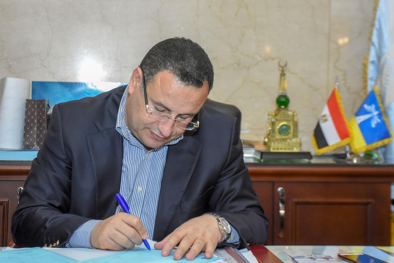 الدكتور عبد العزيز قنصوة محافظ الاسكندرية