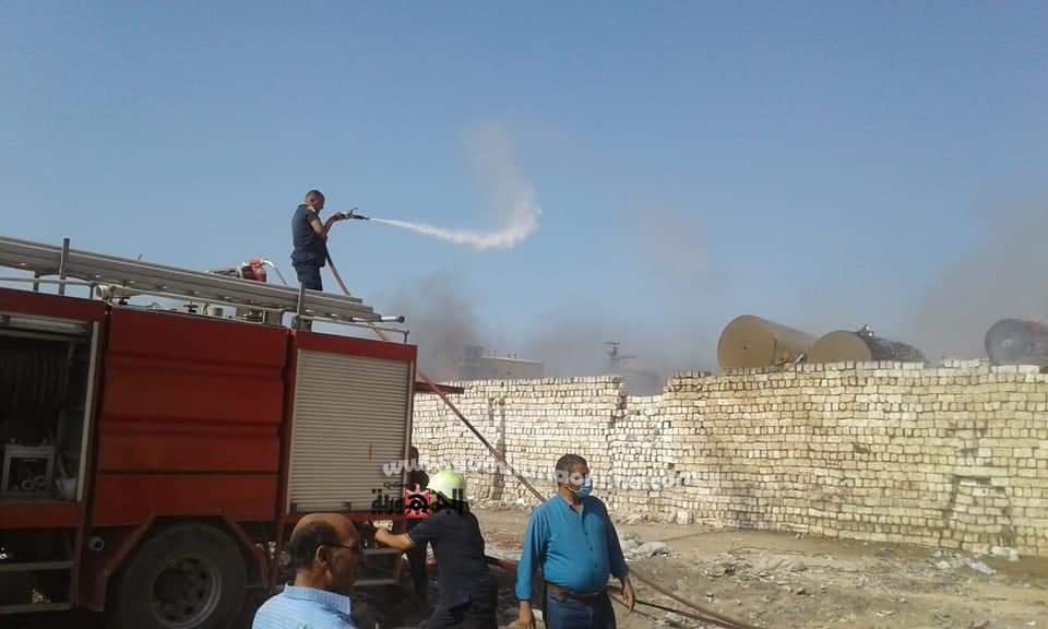 خالد النمر رئيس مركز ومدينة قويسنا يتابع إطفاء الحريق