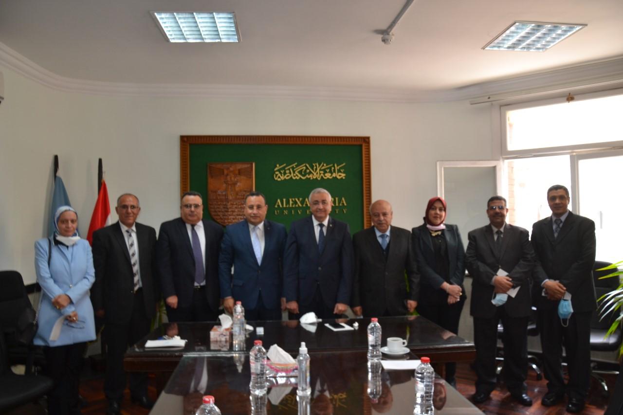 رئيس جامعة الاسكندرية يستقبل فريق الهيئة القومية لضمان الجودة والاعتماد