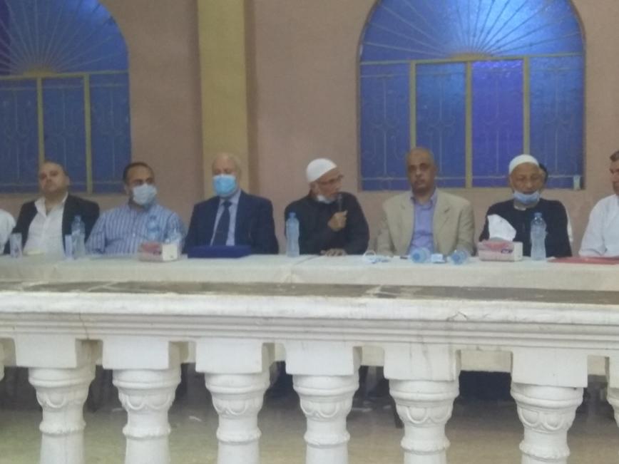 العلماء والسياسيون خلال حفل التكريم